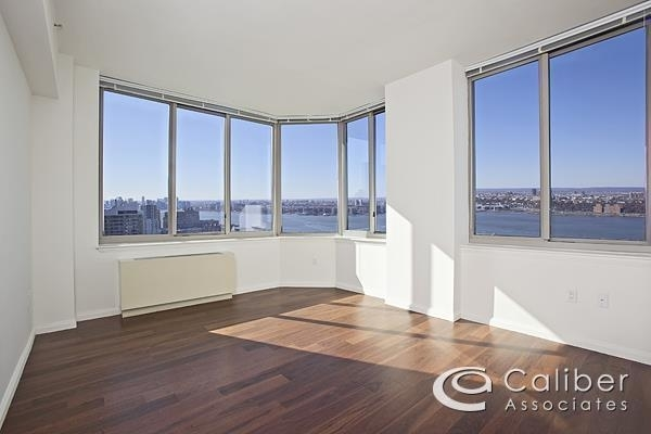 2 Bedrooms, Hell's Kitchen Rental in NYC for $5,224 - Photo 1