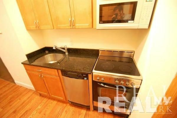 2 Bedrooms, Cooperative Village Rental in NYC for $2,795 - Photo 2