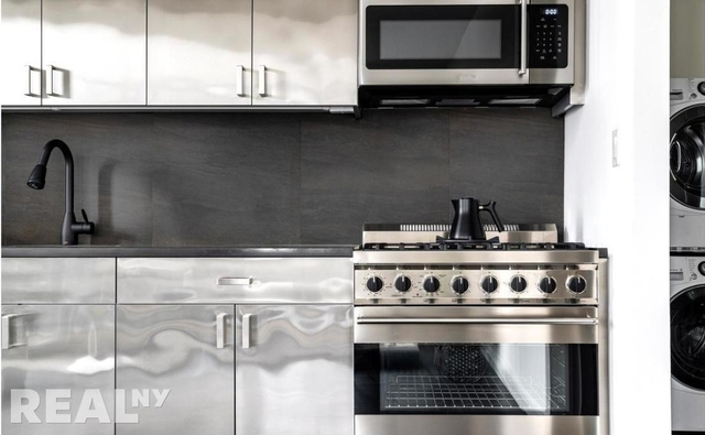 1 Bedroom, Long Island City Rental in NYC for $2,655 - Photo 2