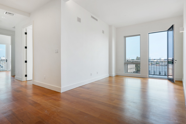 2 Bedrooms, Greenpoint Rental in NYC for $3,400 - Photo 1