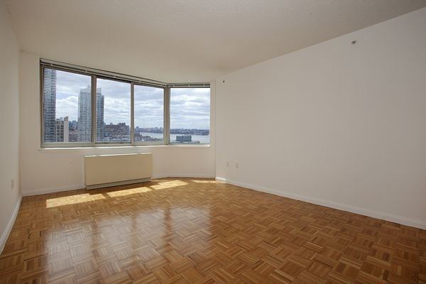 2 Bedrooms, Hell's Kitchen Rental in NYC for $3,369 - Photo 2