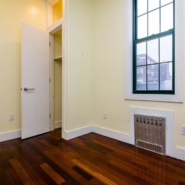 3 Bedrooms, East Williamsburg Rental in NYC for $2,500 - Photo 2
