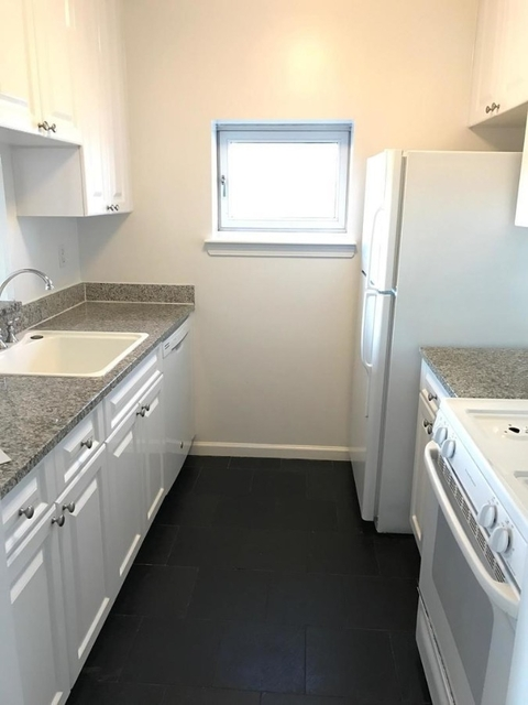 3 Bedrooms, Hell's Kitchen Rental in NYC for $6,400 - Photo 2