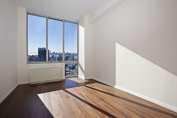 3 Bedrooms, Hell's Kitchen Rental in NYC for $5,413 - Photo 1