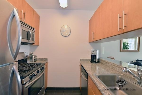 1 Bedroom, Battery Park City Rental in NYC for $2,495 - Photo 2