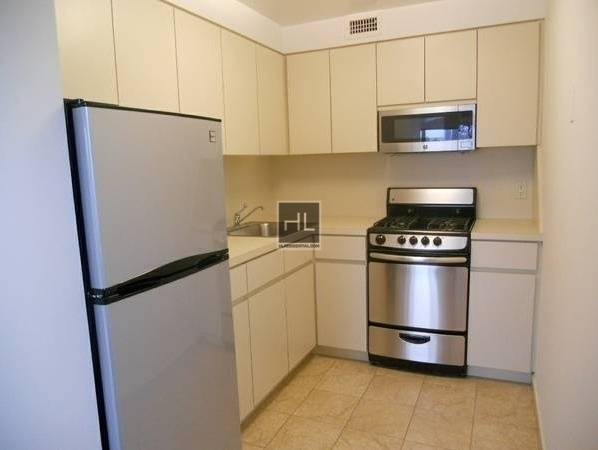 2 Bedrooms, Astoria Rental in NYC for $2,295 - Photo 2