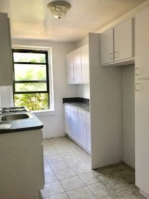 2 Bedrooms, Sunnyside Rental in NYC for $2,400 - Photo 2