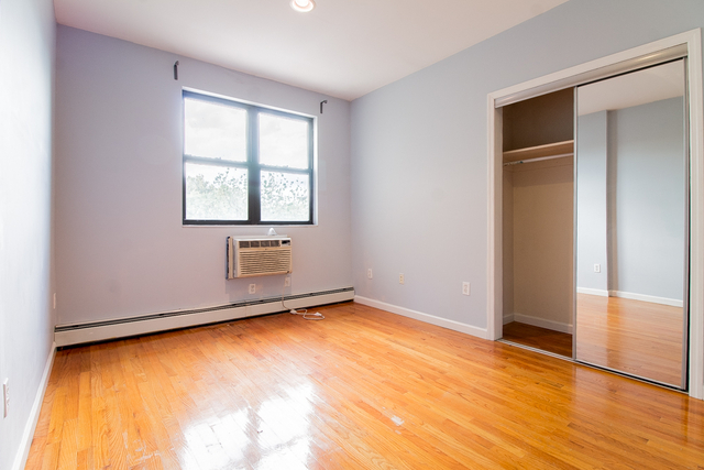 2 Bedrooms East Williamsburg Rental In Nyc For 650 Photo