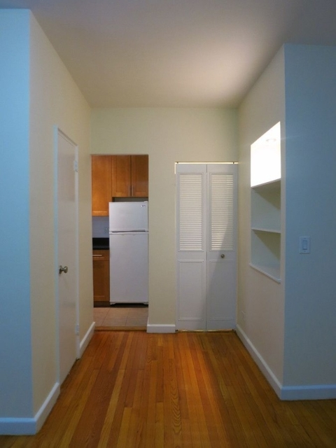 Studio, Upper East Side Rental in NYC for $1,915 - Photo 2