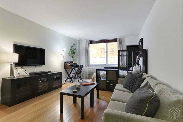 Studio, Hell's Kitchen Rental in NYC for $2,586 - Photo 2