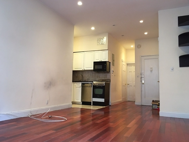Studio, Yorkville Rental in NYC for $1,980 - Photo 2