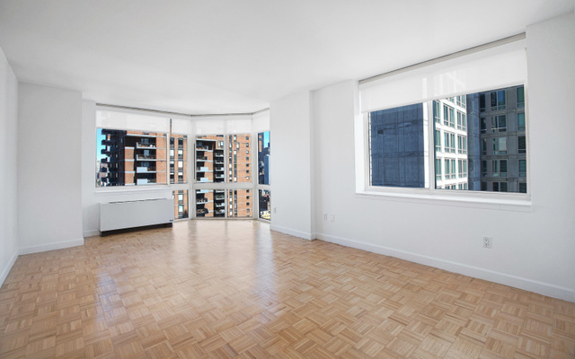 3 Bedrooms, Hell's Kitchen Rental in NYC for $4,615 - Photo 1