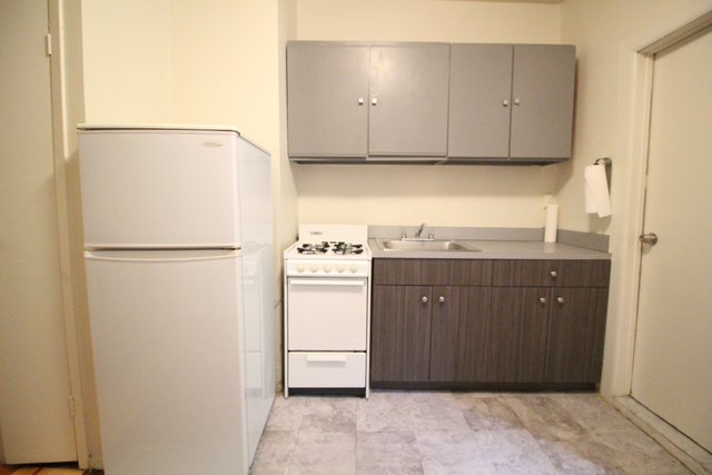 2 Bedrooms, Yorkville Rental in NYC for $2,295 - Photo 2