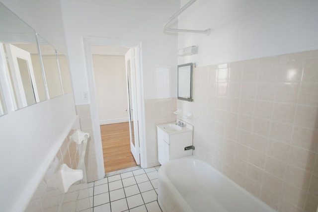 1 Bedroom, Hell's Kitchen Rental in NYC for $3,586 - Photo 2