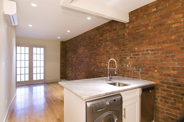 3 Bedrooms, East Harlem Rental in NYC for $3,022 - Photo 2