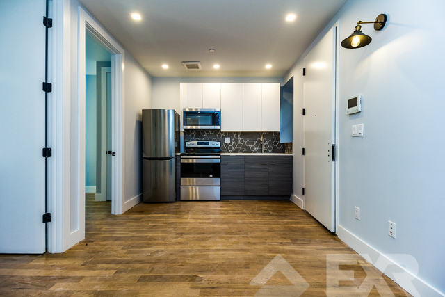 3 Bedrooms, Ocean Hill Rental in NYC for $2,380 - Photo 2