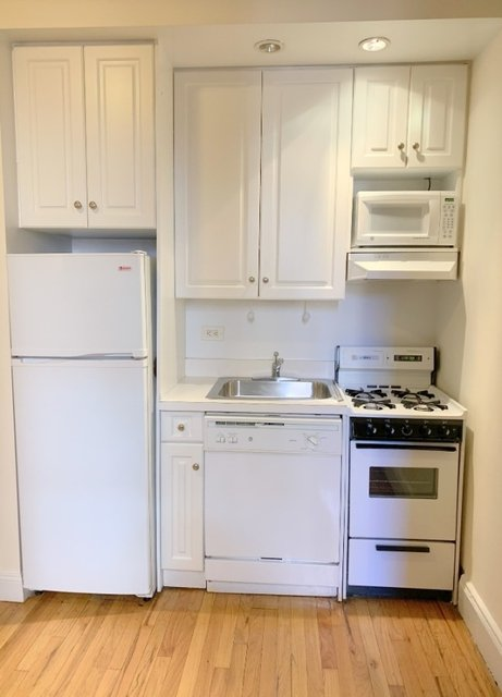 2 Bedrooms, Carnegie Hill Rental in NYC for $2,825 - Photo 1
