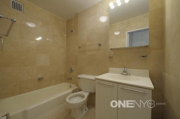 3 Bedrooms, Gramercy Park Rental in NYC for $5,000 - Photo 2
