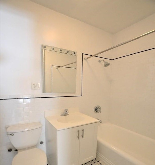 1 Bedroom, Carnegie Hill Rental in NYC for $2,595 - Photo 2