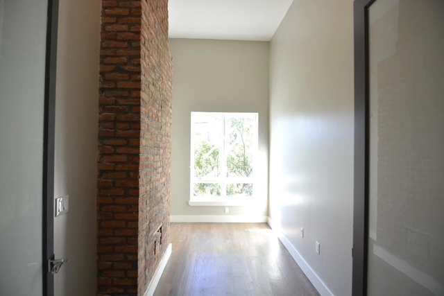3 Bedrooms, Ridgewood Rental in NYC for $2,297 - Photo 2