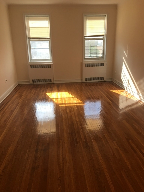 2 Bedrooms, Rego Park Rental in NYC for $2,150 - Photo 2