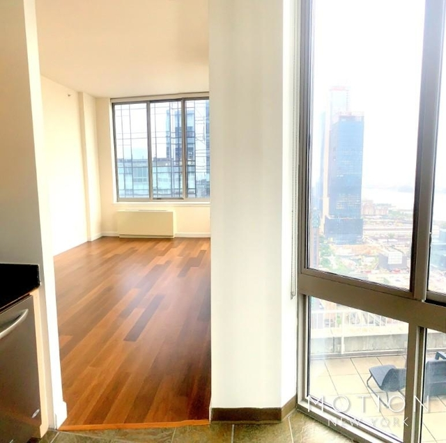 2 Bedrooms, Hell's Kitchen Rental in NYC for $4,750 - Photo 1