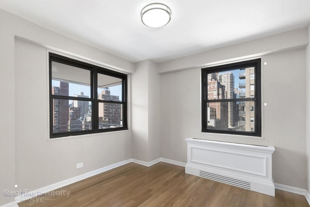 2 Bedrooms, Yorkville Rental in NYC for $3,000 - Photo 2