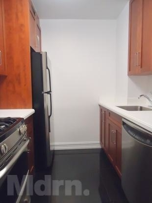 1 Bedroom, Theater District Rental in NYC for $2,525 - Photo 2