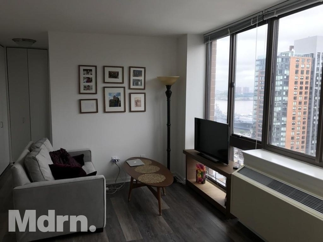 Studio, Hell's Kitchen Rental in NYC for $2,682 - Photo 2