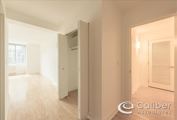 3 Bedrooms, Lincoln Square Rental in NYC for $9,000 - Photo 2