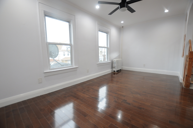 3 Bedrooms, Richmond Hill Rental in NYC for $2,550 - Photo 2