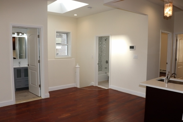 4 Bedrooms, Astoria Rental in NYC for $3,995 - Photo 1