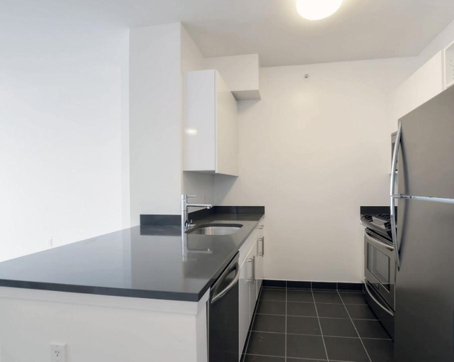 1 Bedroom, Hunters Point Rental in NYC for $2,730 - Photo 2