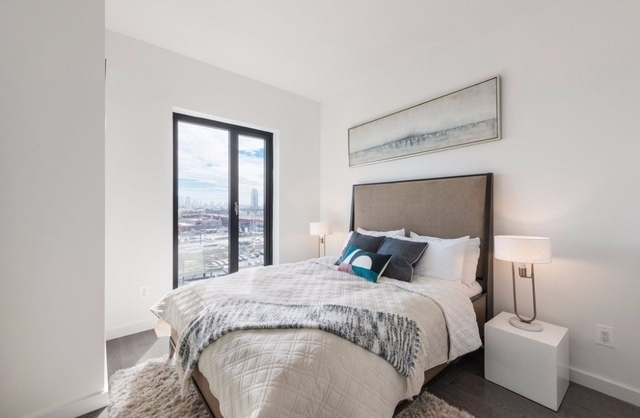 3 Bedrooms, Hunters Point Rental in NYC for $6,748 - Photo 1