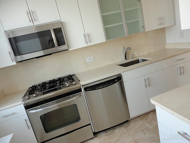 2 Bedrooms, Yorkville Rental in NYC for $5,825 - Photo 2