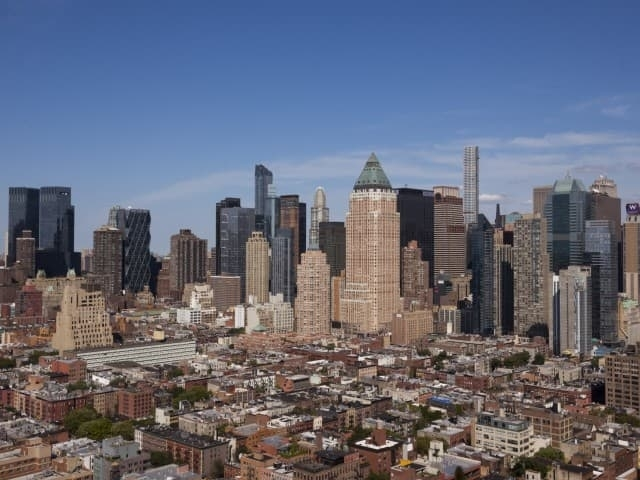 3 Bedrooms, Hell's Kitchen Rental in NYC for $5,612 - Photo 2