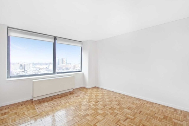 2 Bedrooms, Hell's Kitchen Rental in NYC for $5,415 - Photo 2