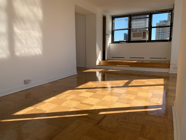 3 Bedrooms, Murray Hill Rental in NYC for $5,270 - Photo 1