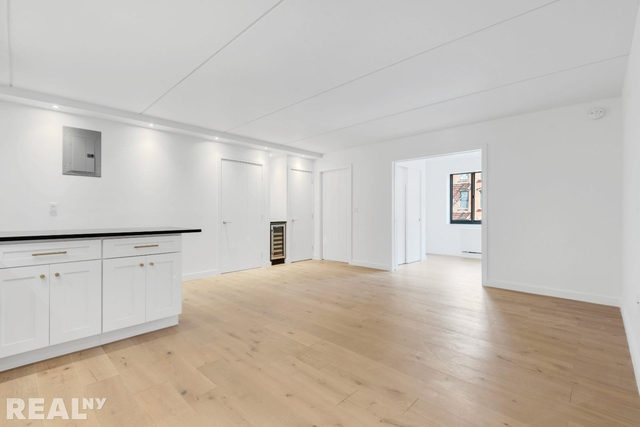 1 Bedroom, Two Bridges Rental in NYC for $3,976 - Photo 2