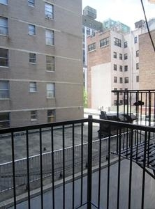 4 Bedrooms, Hell's Kitchen Rental in NYC for $6,259 - Photo 2