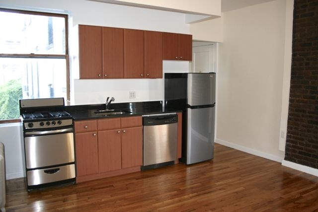 2 Bedrooms, West Village Rental in NYC for $3,999 - Photo 1