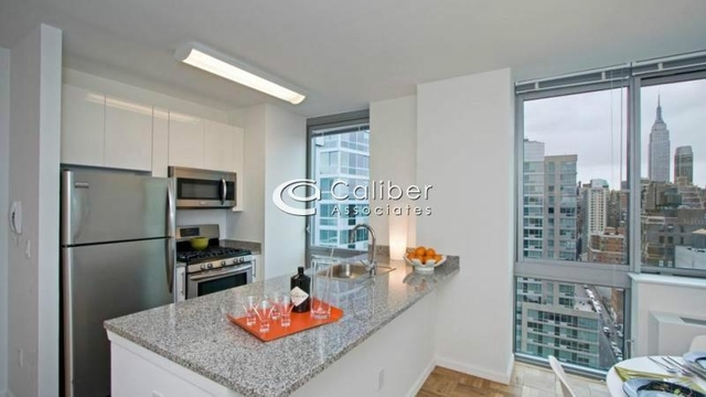 2 Bedrooms, Hell's Kitchen Rental in NYC for $5,233 - Photo 2