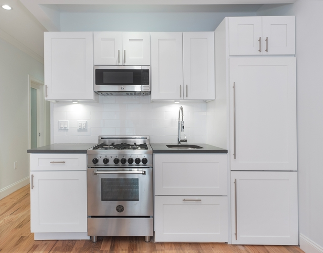 3 Bedrooms, Hell's Kitchen Rental in NYC for $4,280 - Photo 2