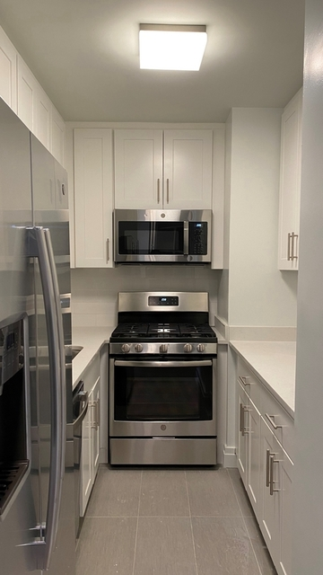 Studio, Yorkville Rental in NYC for $2,730 - Photo 2