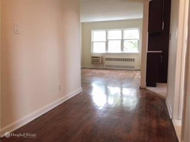 3 Bedrooms, Maspeth Rental in NYC for $2,300 - Photo 2