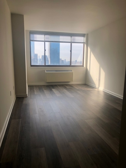 2 Bedrooms, Hell's Kitchen Rental in NYC for $4,465 - Photo 1