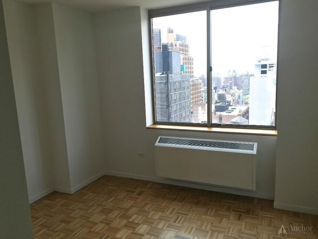 3 Bedrooms, Chelsea Rental in NYC for $5,600 - Photo 2