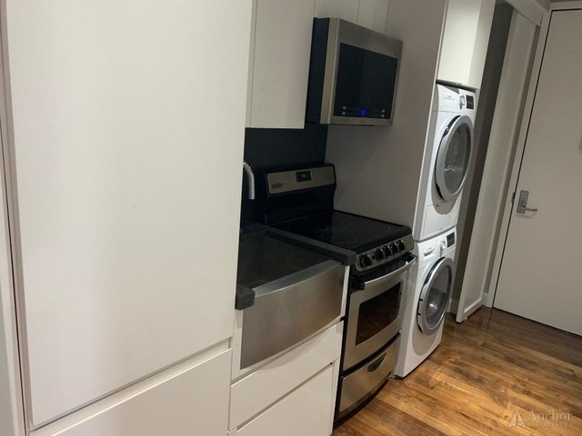 3 Bedrooms, East Harlem Rental in NYC for $2,860 - Photo 2