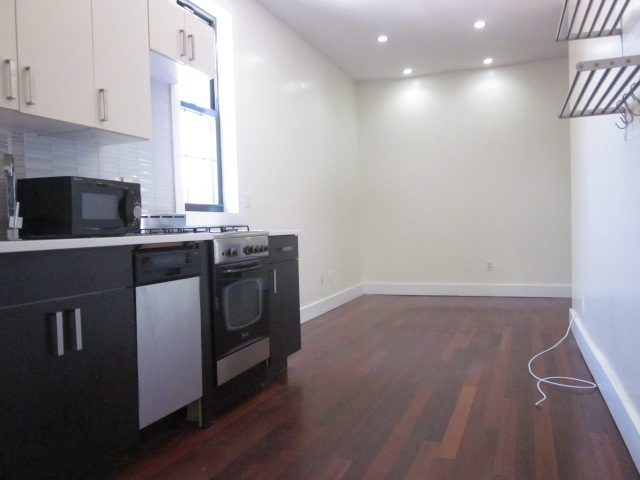 3 Bedrooms, East Williamsburg Rental in NYC for $2,499 - Photo 2