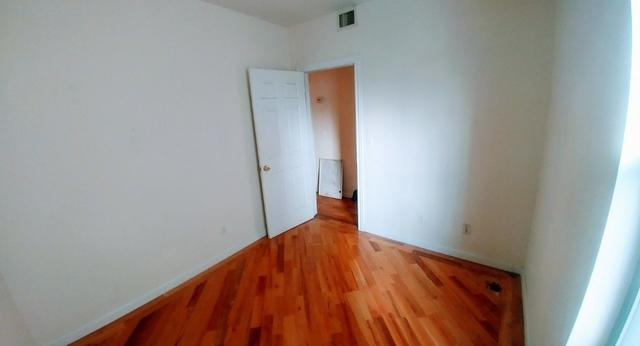 3 Bedrooms, Red Hook Rental in NYC for $2,600 - Photo 2